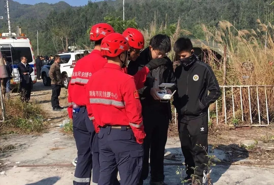 Richard putting out forest fire in Zhuhai