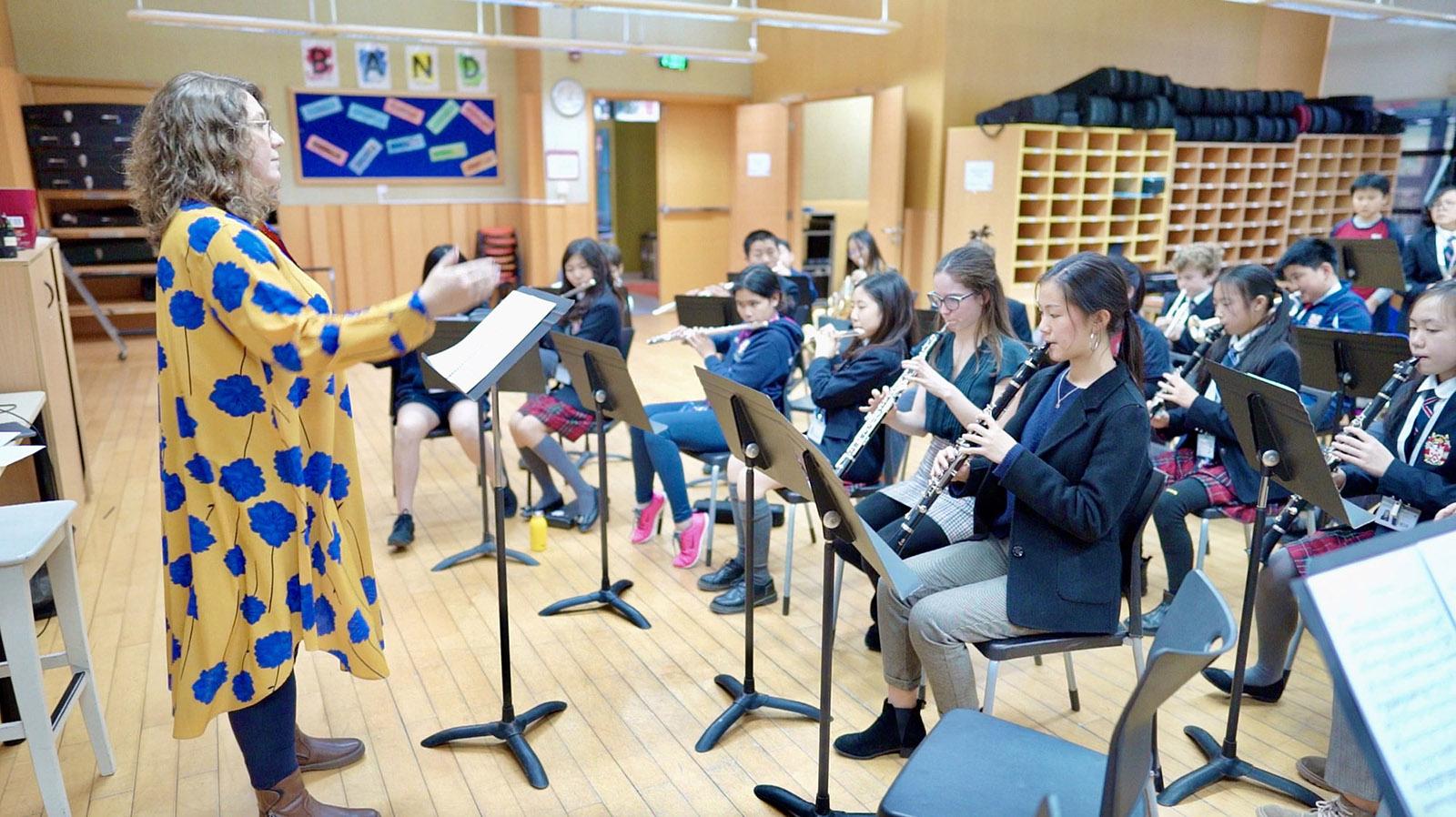 Rachel在上海浦东德威学校的音乐课堂授课