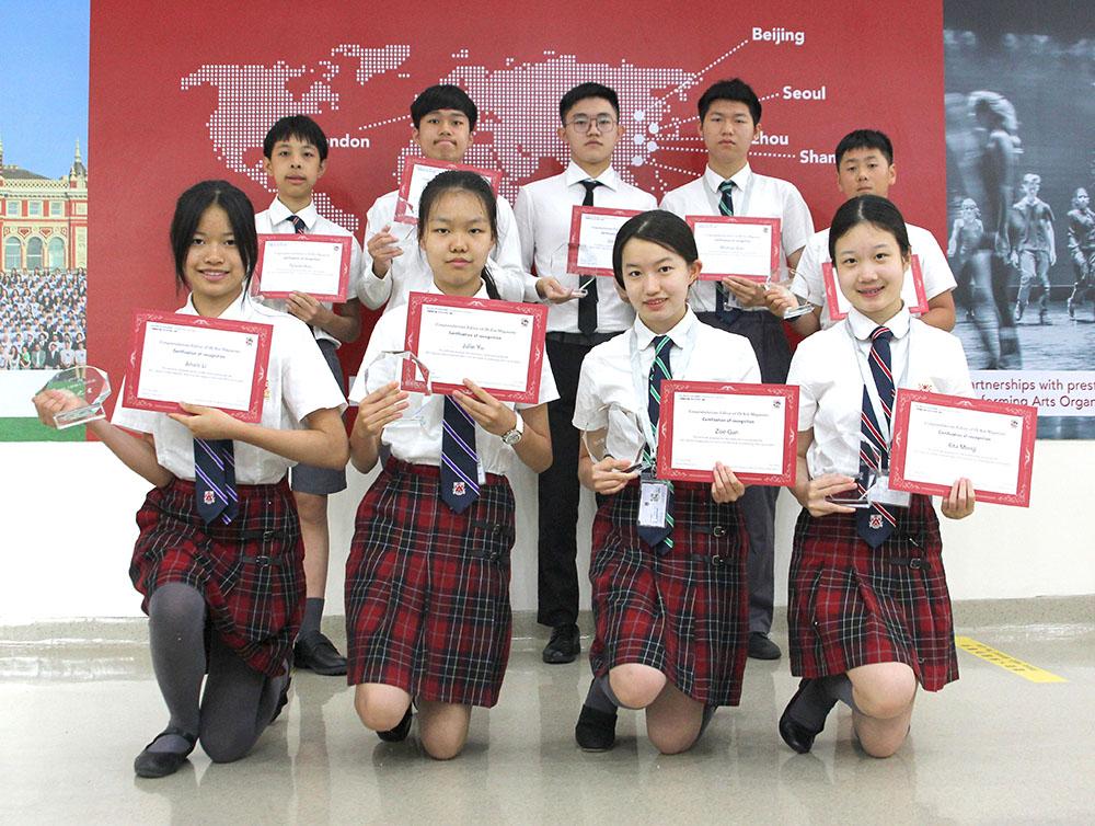所有的《德馨》杂志学生编辑在杂志出版后都会获得奖状和奖杯