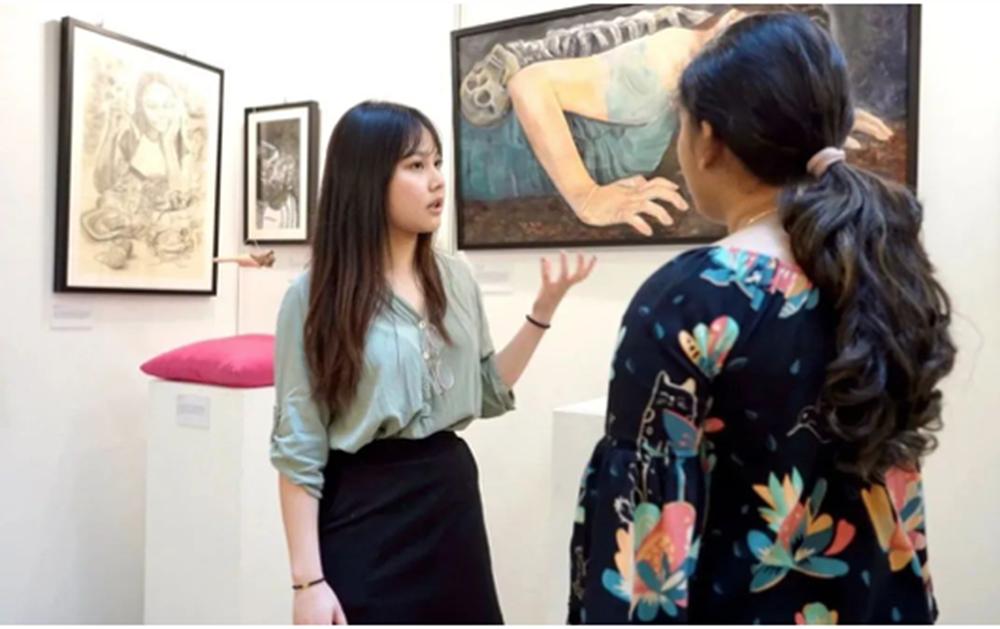 Vanessa在IB艺术展介绍她的作品