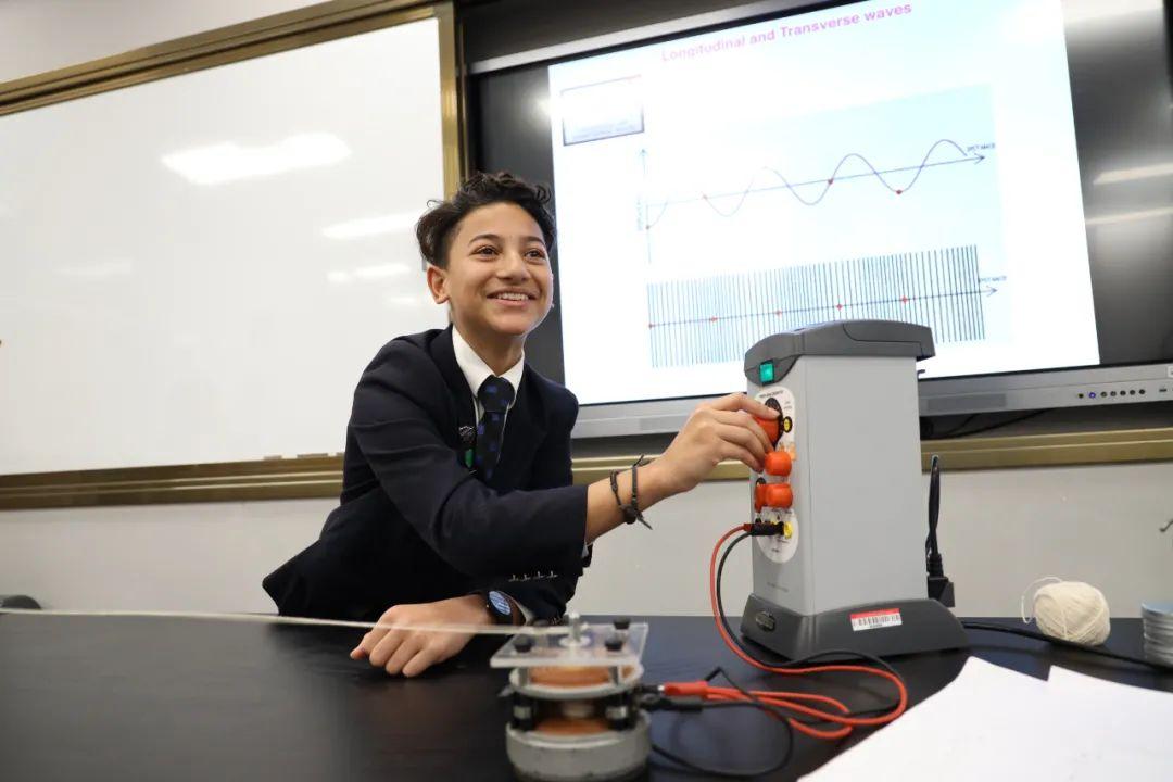 11年级学生的物理课