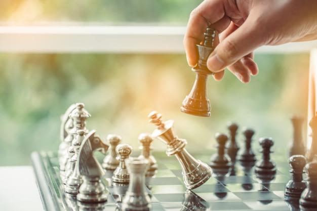 businessman-playing-chess-plan-leading-strategy-successful-business-leader-34777-356-上海德威外籍人员子女学校(浦东)