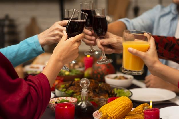 family-toasting-glasses-thanksgiving-event-23-2148314955-上海德威外籍人员子女学校(浦东)