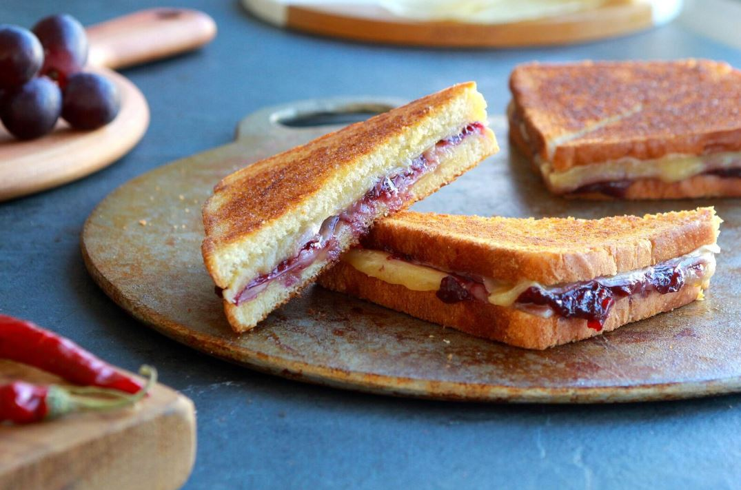grilled-cheese-and-muscato-chile-jam-sandwiches