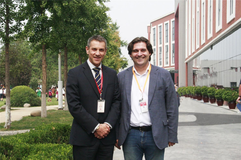 headmaster-mr-simon-herbert-with-mr-pablo-mielgojpg-北京德威英国国际学校