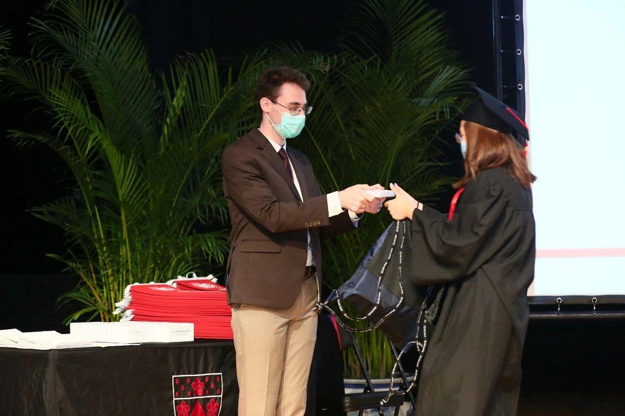 jeffrey-and-graduate-北京德威英国国际学校-20200811-133422-669