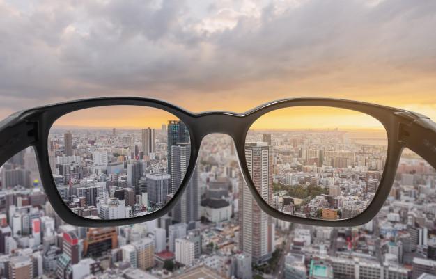 looking-through-eyeglasses-city-sunset-view-focused-lens-with-blurry-background-123766-53-上海德威外籍人员子女学校(浦东)
