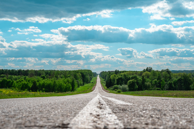 minimalistic-landscape-asphalt-road-cracks-distant-horizon-108611-767-上海德威外籍人员子女学校(浦东)