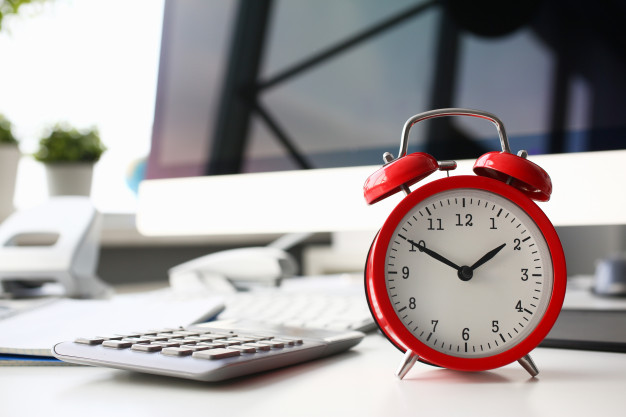 red-alarm-clock-set-eight-morning-closeup-151013-1034-上海德威外籍人员子女学校(浦东)