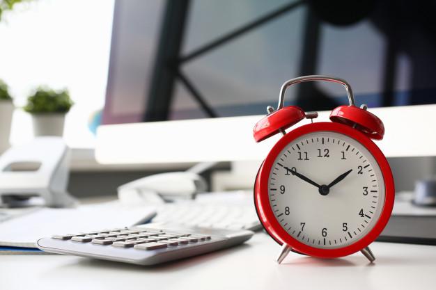 red-alarm-clock-set-eight-morning-closeup-151013-1034