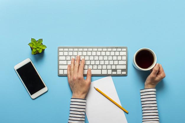 woman-works-office-blue-concept-workspace-working-computer-freelance-164357-1148-上海德威外籍人员子女学校(浦东)