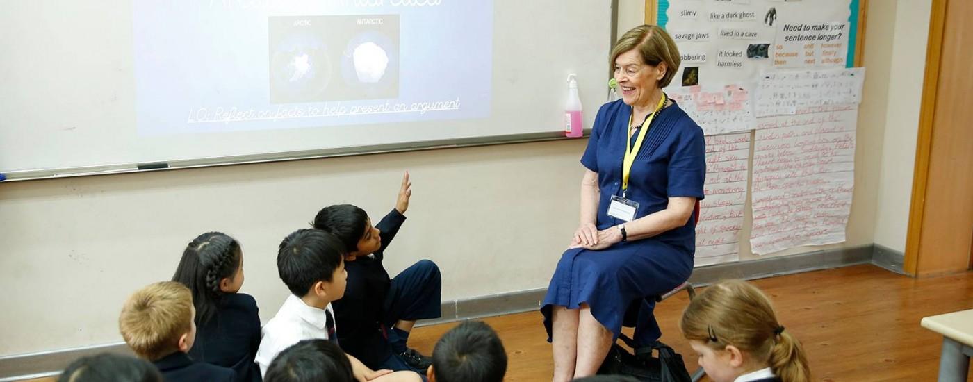 广受尊敬的亚历山德拉·沙克尔顿女士在德威浦东与四年级学生们进行交流