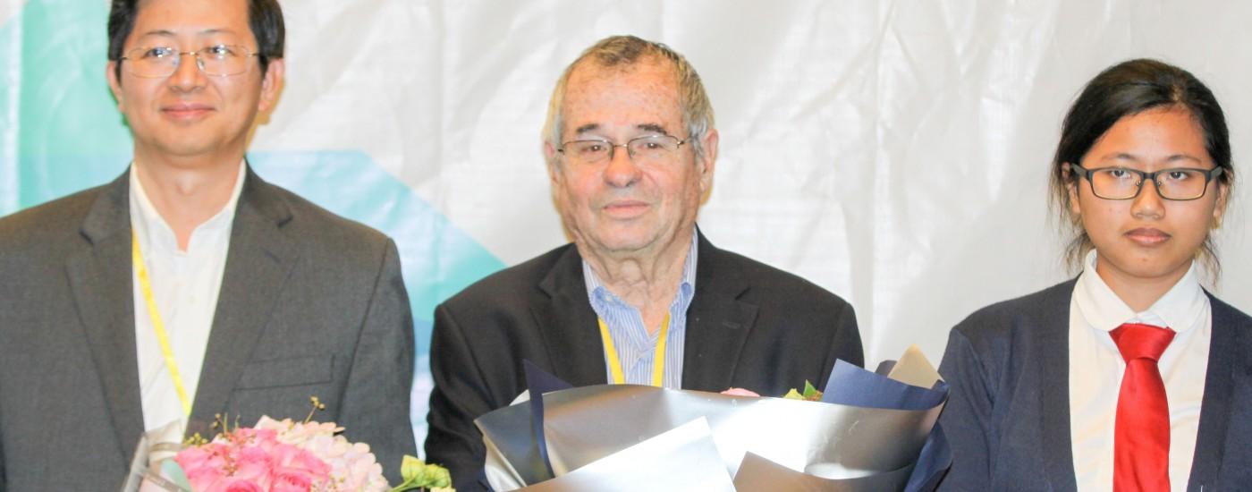 诺贝尔奖得主访问德威国际高中