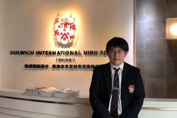 珠海德威国际高中航模社学生