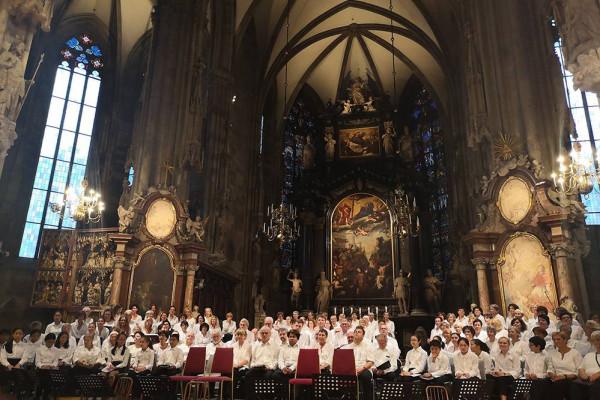 德威和德闳学生在世界著名的维也纳圣斯蒂芬大教堂演出